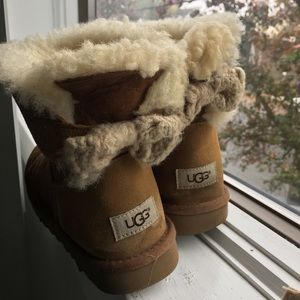 Ugg Bailey bow size 8